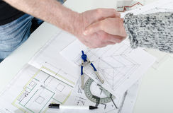 Handshaking between architect and his client Royalty Free Stock Images