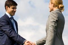 handshakingdeltagare Fotografering för Bildbyråer