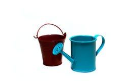 Handshower e o jardim bucket em um fundo branco Imagem de Stock