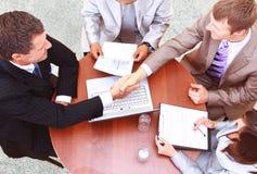 handskakning över den paper pennan Royaltyfri Fotografi