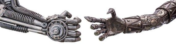 handskakning av den metalliska cyberen eller robot som göras från mekanisk ratche Arkivbilder