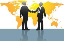 Handskakning för affärsmän på världsöversikt Arkivbild