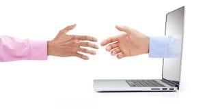 Handskakning för marknadsföring för datoraffär Arkivfoton