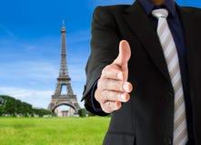 Handskakning i Paris Arkivbilder