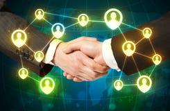 Handskakning socialt netwokbegrepp Arkivfoton