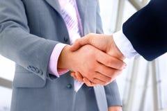 handskakningkontor Fotografering för Bildbyråer