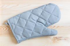 Handskar för bär varm mat Fotografering för Bildbyråer