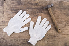 Handskar och hammare Royaltyfria Foton