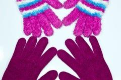 Handskar på en vitbakgrund Arkivbilder