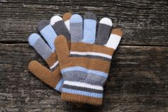 Handskar på wood bakgrund Arkivbild