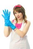 handskehemmafru som sätter rubber barn Arkivfoto