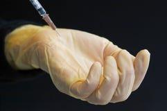 handskeinjektionsspruta Arkivbild