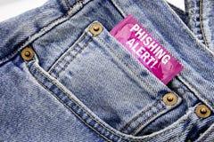 Handskriftmeddelandetext som visar den Phishing varningen Affärsidéen för bedrägerivarningsfara som var skriftlig på kondompacke, Arkivbilder