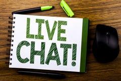 Handskriftmeddelandetext som visar Live Chat Affärsidé för kommunikationen Livechat som är skriftlig på papper för anteckningsbok Arkivfoto