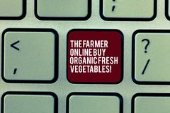 Handskrifttext bondeOnline Buy Organic de nya grönsakerna Tangent för tangentbord för mat för begreppsbetydelseköp sund royaltyfria foton