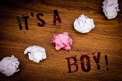 Handskrifttext det S en Motivational appell för pojke Begreppet som den menande mannen behandla som ett barn, är den kommande gen Arkivbilder