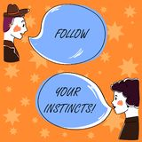 Handskrifttext följer dina instinkter Begreppsbetydelsen lyssnar till din intuition och att lyssna till din utdragna man för hjär stock illustrationer