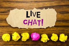 Handskrifttext Live Chat Begrepp för kommunikationen Livechat som är skriftlig på den klibbiga påminnelsen för anmärkningspapper, Royaltyfria Bilder