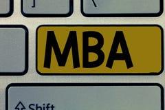 Handskrifttext Mba Begrepp som betyder avancerad grad i affärsfält liksom administration och marknadsföring arkivbild