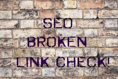 Handskrifttext Seo Broken Link Check Fel för optimization för motor för begreppsbetydelsesökande i websitesammanlänkningar royaltyfri bild