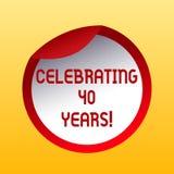 Handskrifttext som firar 40 år Begrepp menande hedra Ruby Jubilee Commemorating en special dagflaska royaltyfri illustrationer