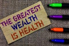 Handskrifttext som skriver den största rikedomen, är vård- Begreppsbetydelsen som är i goda hälsor, är det bända tar omsorgPaperb fotografering för bildbyråer
