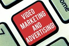 Handskrifttext som skriver den videopd marknadsföringen och annonserar Strategi för optimization för aktion för begreppsbetydelse arkivfoton