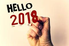 Handskrifttext som skriver Hello 2018 Är den menande starten för begrepp ett Motivational meddelande 2017 för nytt år över nowMan Royaltyfria Foton