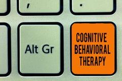 Handskrifttext som skriver kognitiv beteende- terapi Begrepp som betyder psykologisk behandling för psykiska störningar royaltyfria foton