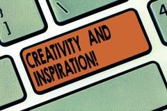 Handskrifttext som skriver kreativitet och inspiration Begreppet som betyder van vid strategi, gör beslut och vårdar idéer arkivbilder