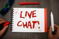 Handskrifttext som skriver Live Chat Motivational Call Begreppet som betyder realtidsmassmedia som, konversation meddelar direkta Arkivbild