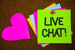 Handskrifttext som skriver Live Chat Motivational Call Begreppet som betyder realtidsmassmediakonversation meddelar direktanslute Fotografering för Bildbyråer