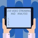 Handskrifttext som skriver Live Video Streaming And Analysis Begrepp som betyder marknadsföringen som annonserar nöjd strategiHu  royaltyfri bild