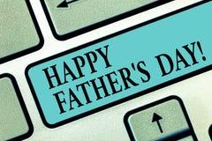 Handskrifttext som skriver lycklig fader s, är dagen Begrepp som betyder beröm som hedrar farsor och firar faderskap arkivbild