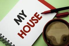 Handskrifttext som skriver mitt hus För menande gods för hushåll för familj för egenskap hushem för begrepp som bostads- nytt är  arkivfoto