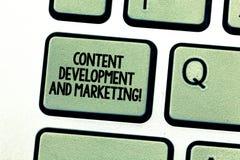 Handskrifttext som skriver nöjd utveckling och att marknadsföra Socialt massmedia för begreppsbetydelse som annonserar optimizati arkivbild