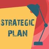 Handskrifttext som skriver strategiskt plan Begrepp som betyder a-process av att definiera strategi och att göra beslut stock illustrationer