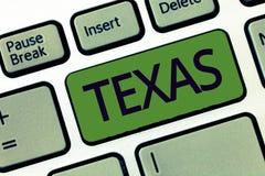 Handskrifttext som skriver Texas Begreppsbetydelse som baseras på menande vänner för Caddo ordtaysha, och dess som lokaliseras i  arkivbild