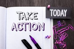 Handskrifttext tar handling Skriftligt för menande för strategi för begrepp sakligt framtida för handlingar för tillvägagångssätt arkivbilder