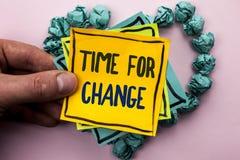 Handskrifttext Tid för ändring Början för evolution för ögonblick för begreppsbetydelse riskerar ändrande nya för att växa skrift Royaltyfri Bild