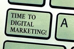 Handskrifttext Tid till den Digital marknadsföringen Modernt online-socialt massmedia för begreppsbetydelse som annonserar ögonbl royaltyfri foto