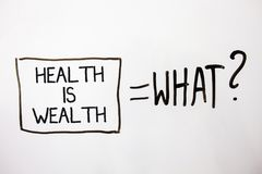 Handskrifttexthälsa är rikedom Begreppsbetydelsen som är i det sunda staget för stort värde för bra form, äter sunda vita skuggam Royaltyfri Bild