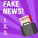 Handskrifttexthandstil fejkar nyheterna Falska berättelser för begreppsbetydelse som verkar att fördela på internet genom att anv royaltyfri illustrationer