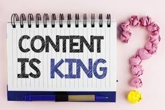 Handskrifttextinnehållet är konungen Begreppsbetydelsen preciserar sina anklagelser mot, eller stolpar kan garantera dig framgång Royaltyfria Foton
