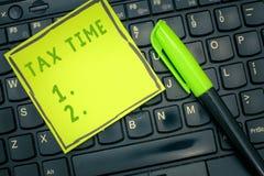 Handskrifttextskatt Tid Begreppet som betyder obligatorisk bidragtillståndsintäkt, uttaxerade regeringen på arbetare stock illustrationer