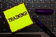 Handskrifttextutbildning Begreppet som betyder en aktivitet, uppstod, när det startade ett nytt jobbprojekt, eller arbetsguling s royaltyfri bild