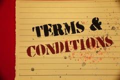 Handskrifttextuttryck och villkor Begrepp som betyder mogen gul färg för laglig för lagöverenskommelseförnekande bosättning för b royaltyfri fotografi