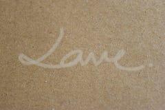Handskriven `` FÖRÄLSKELSE `` på brunt papper, utformar beautifully enkelt Royaltyfria Foton