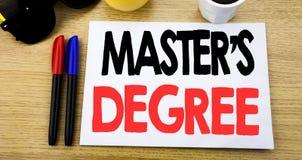 Handskriven grad för förlage s för textöverskriftvisning Affärsidéhandstil för akademisk utbildning som är skriftlig på klibbig a royaltyfri fotografi