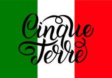 Handskriven inskrift Cinque Terre och färger av nationsflaggan av Italien på bakgrund Hand dragen bokstäver royaltyfria foton